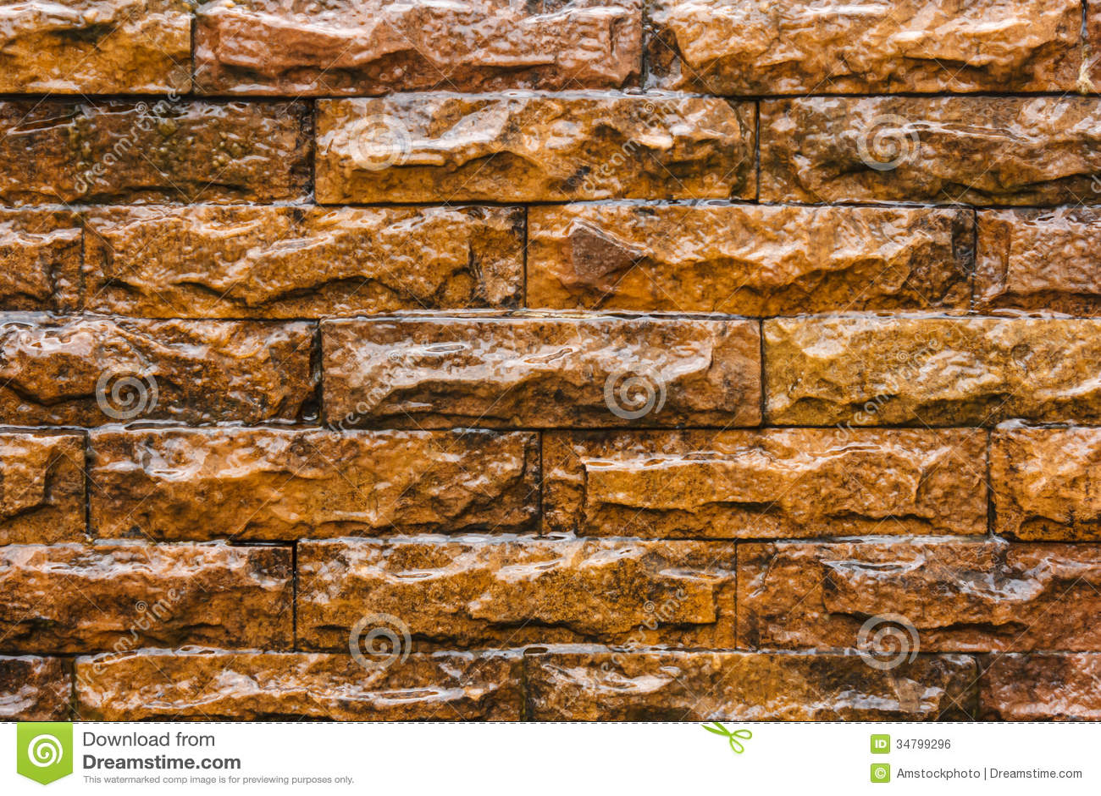 chute de l 39 eau sur le fond brun de mur de briques image. Black Bedroom Furniture Sets. Home Design Ideas