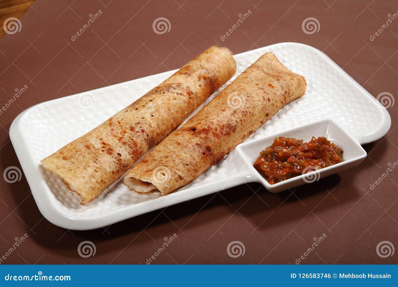 Chutney Dosa, Dosa di Takkali con il chutney del pomodoro, pancake del riso con la salsa del pomodoro