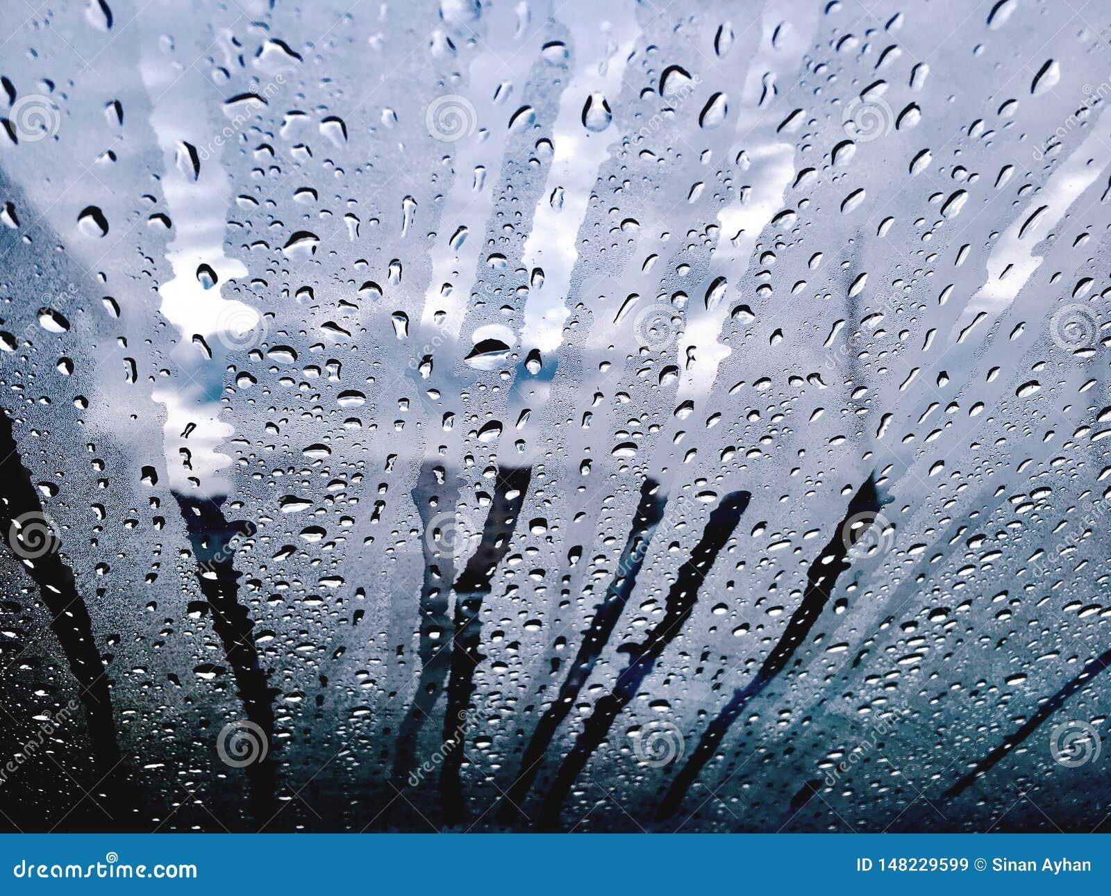 A chuva deixa cair a janela do fluxo