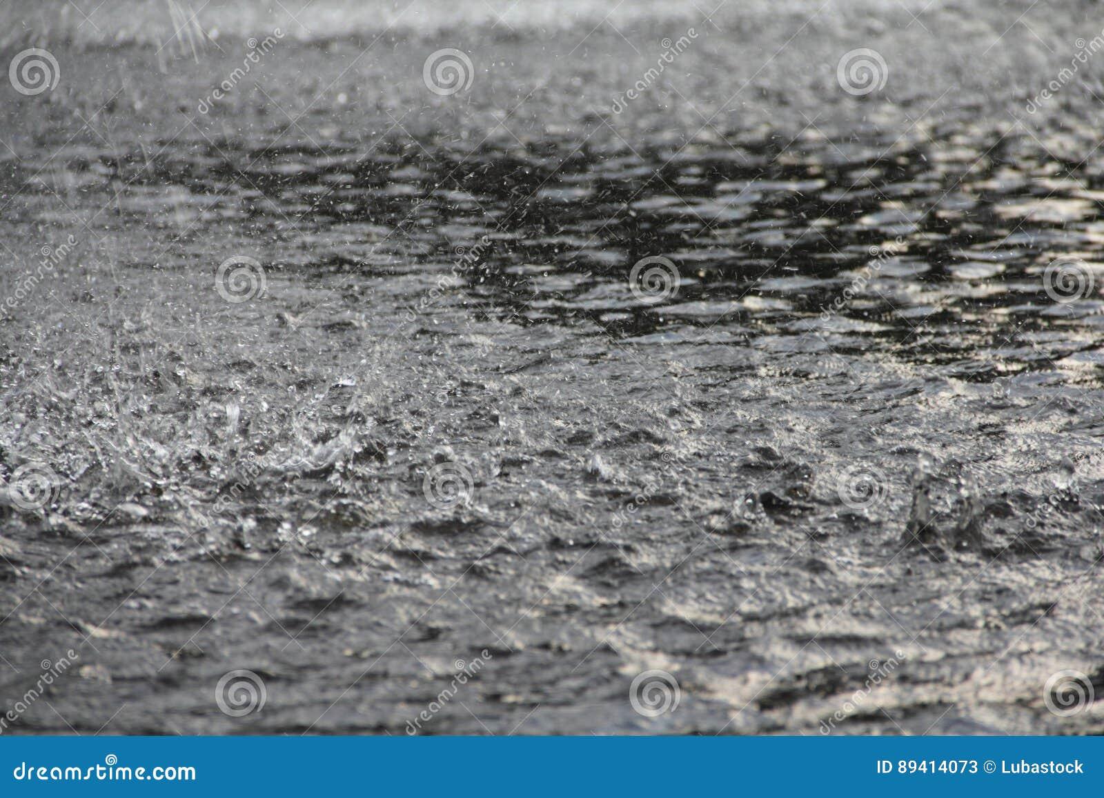 Chuva pesada na terra