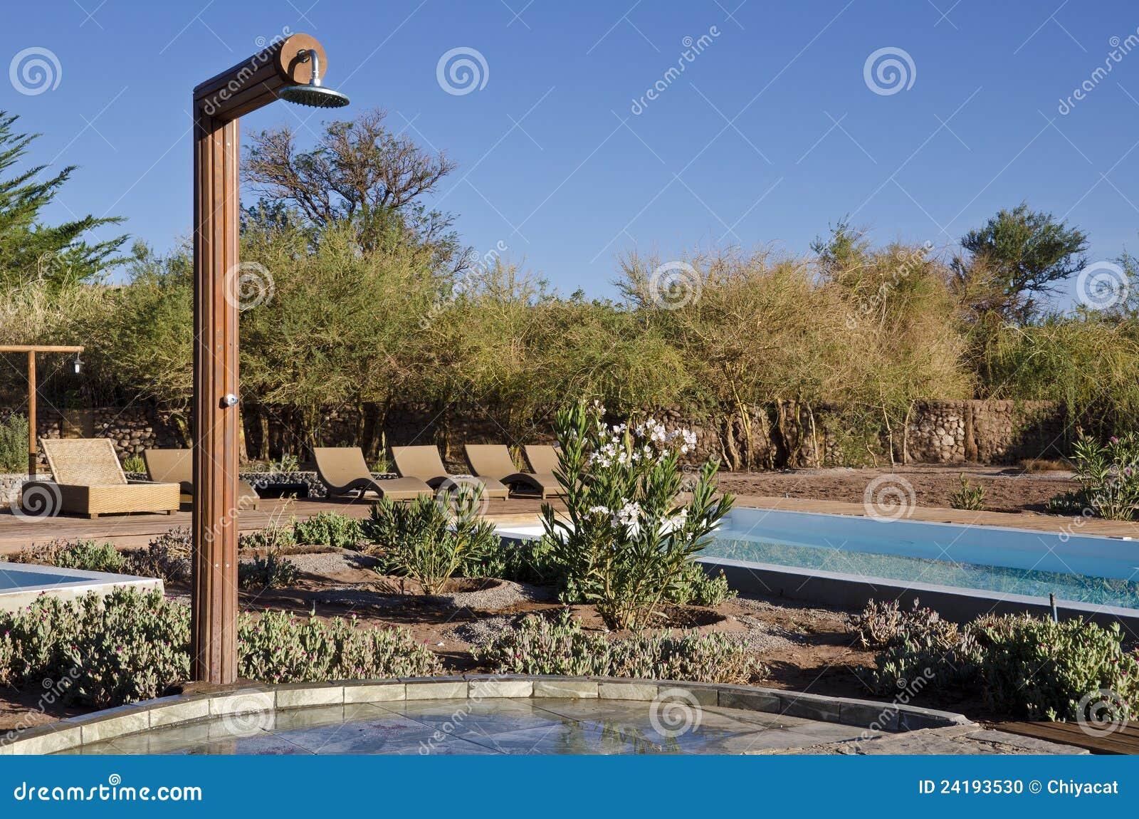 fotos jardim horizontal : fotos jardim horizontal:Chuveiro Ao Ar Livre Horizontal Foto de Stock – Imagem: 24193530