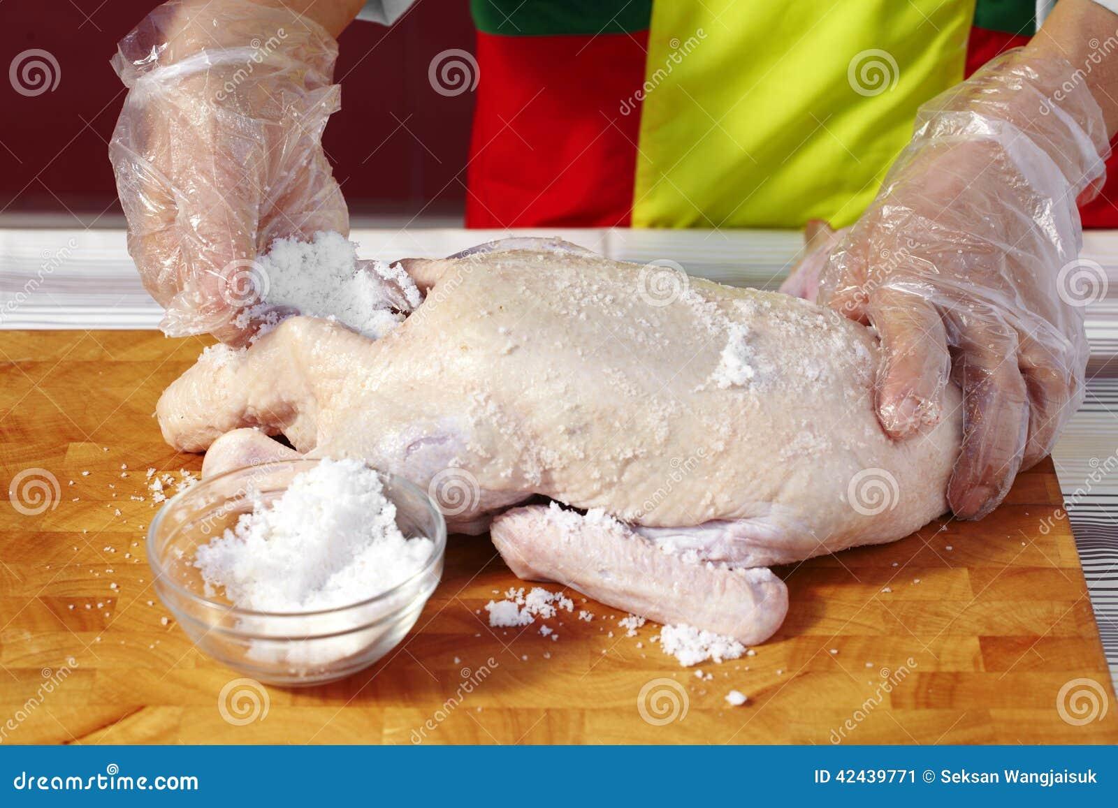 Ciérrese encima de cocinar el pato chino asado