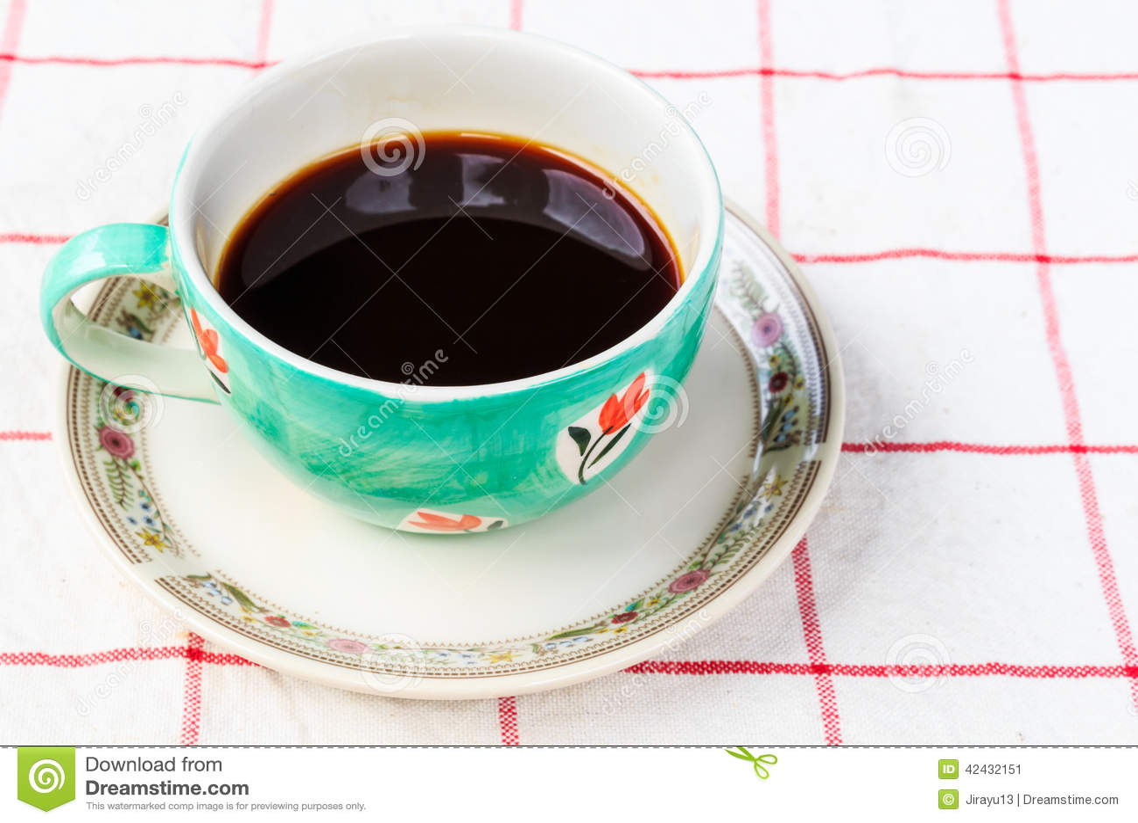Ciérrese encima de la taza de café