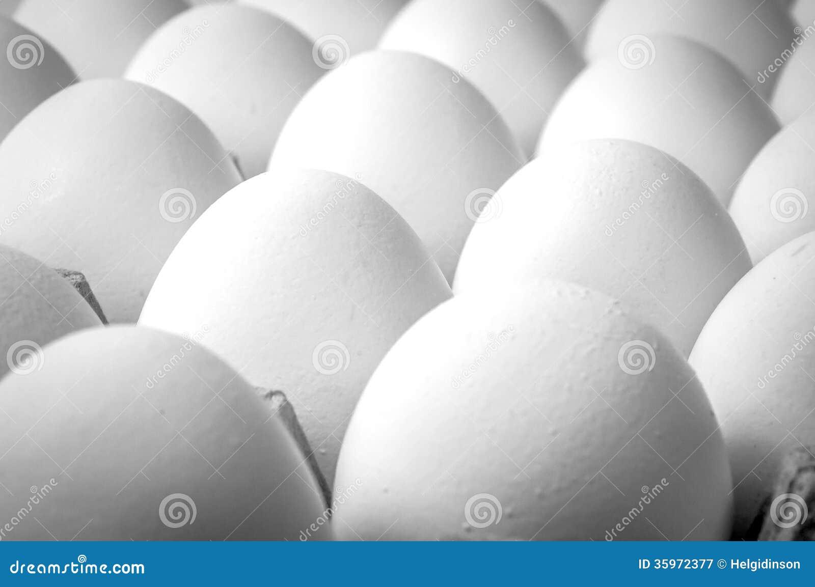 Ciérrese encima de los huevos del og en el cajón
