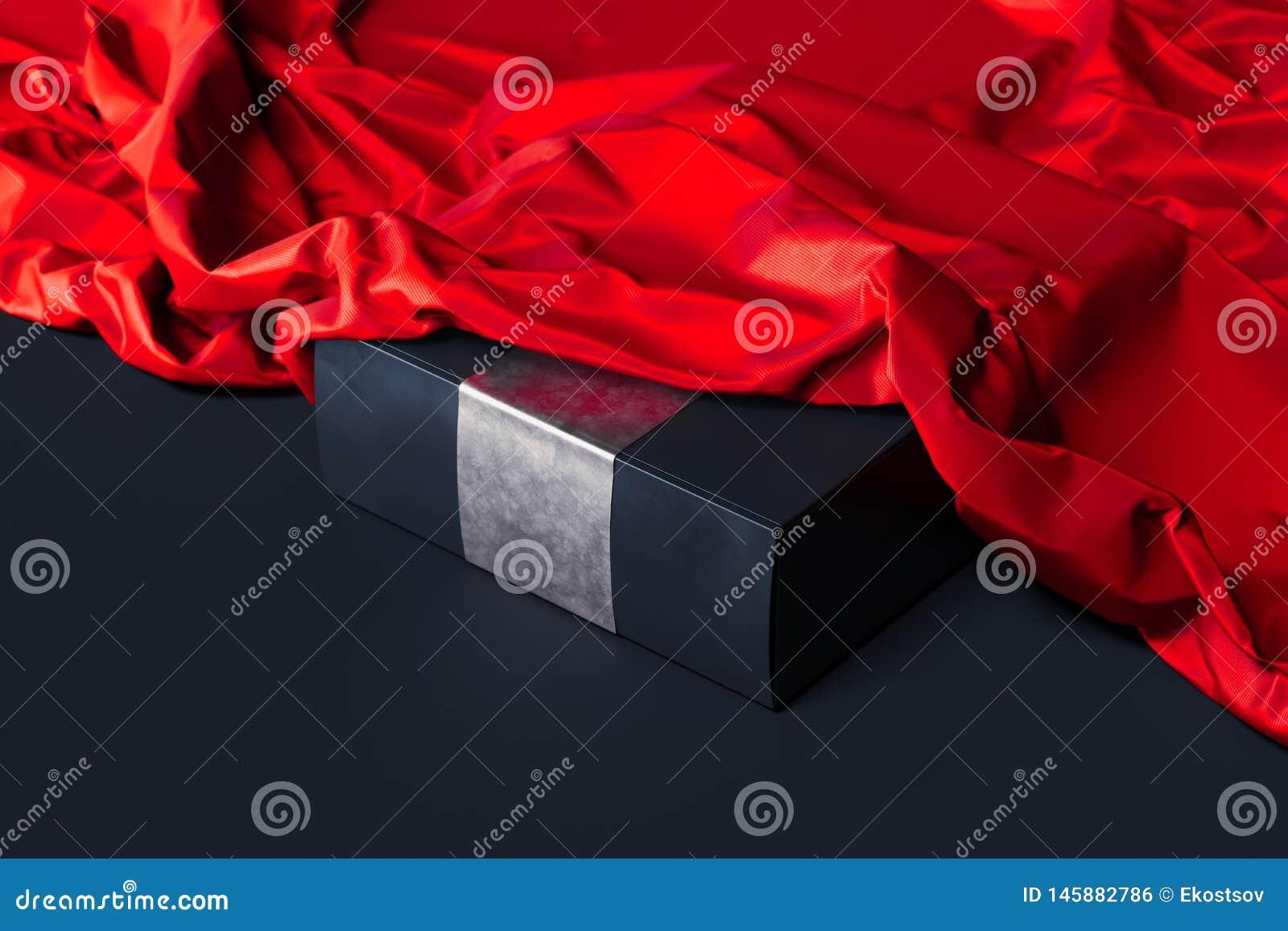 Ciérrese para arriba de la caja en blanco negra debajo del paño rojo en fondo negro representaci?n 3d