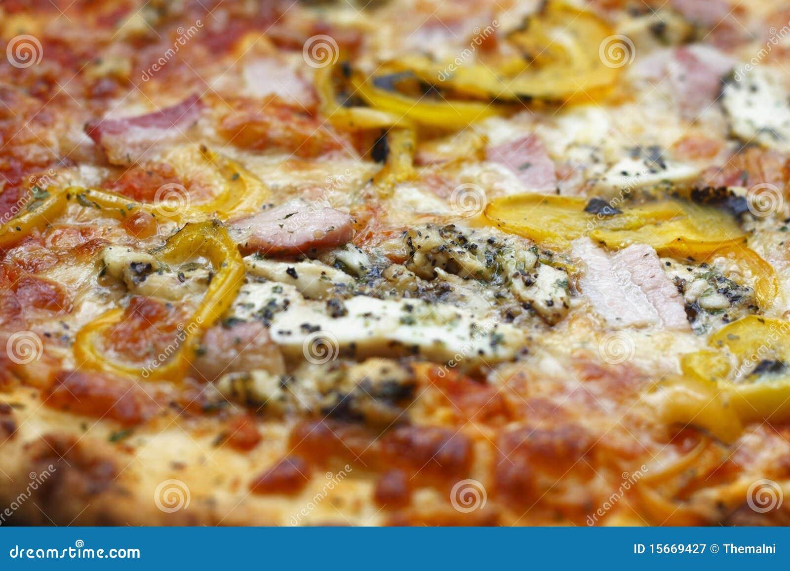 Ciérrese para arriba de la pizza italiana del estilo