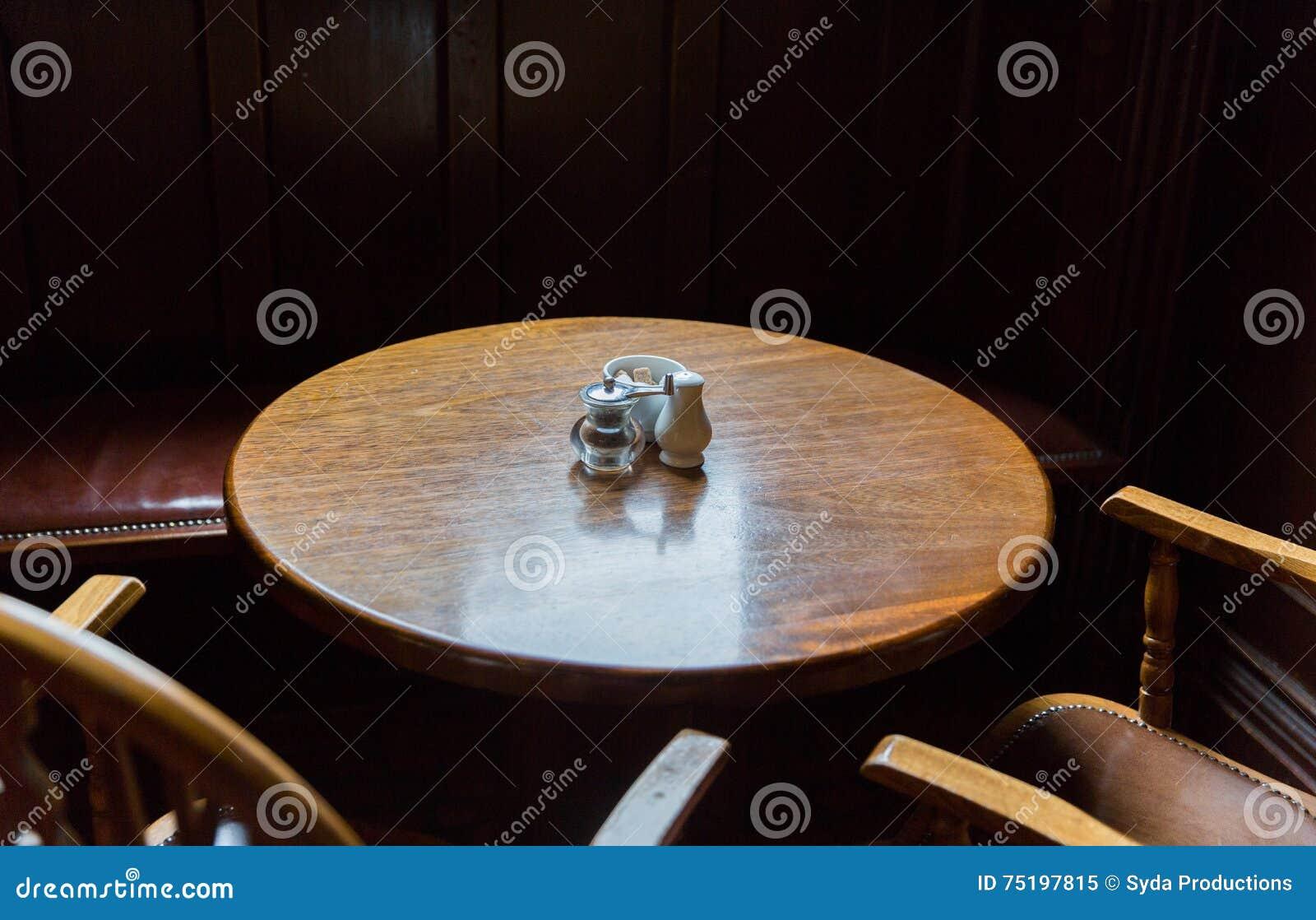 Ci Rrese Para Arriba De La Tabla Y De Sillas Del Vintage En Pub  # Muebles Pub Irlandes