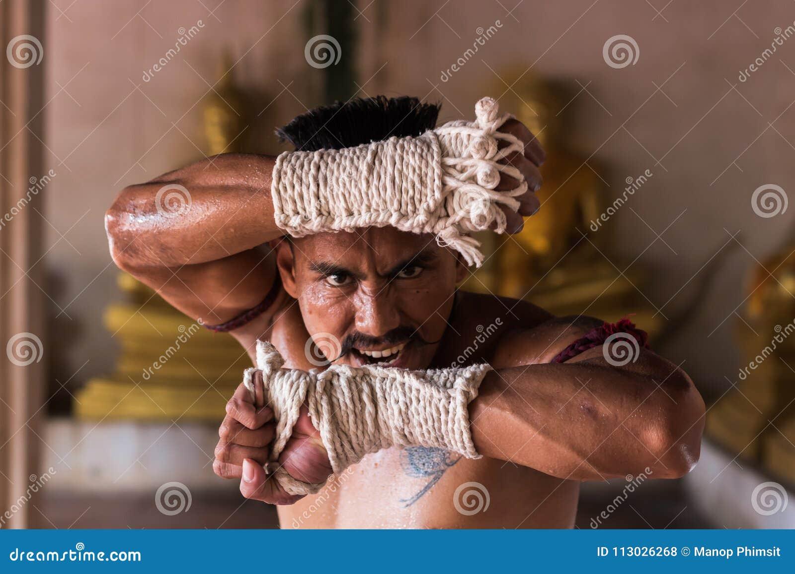 Ciérrese para arriba de los artes marciales tailandeses antiguos de Muay