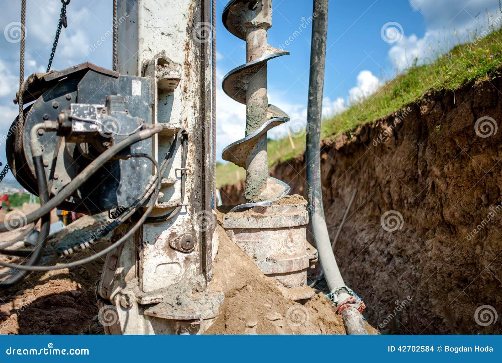 Ciérrese para arriba del taladro, plataforma de perforación industrial que hace un agujero