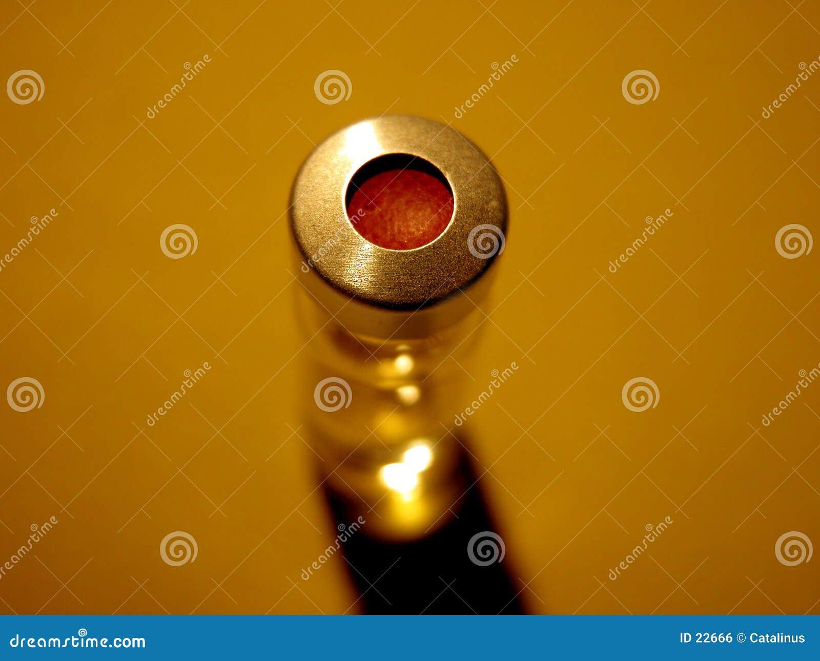 Ciência - tubo de ensaio com tampão vermelho