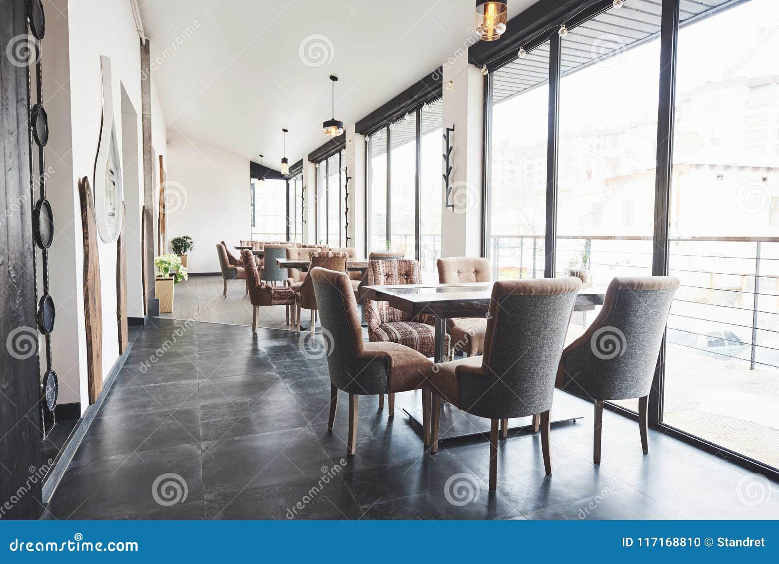 Ciò è un posto speciale per intrattenere, bello ristorante europeo nuovissimo dentro in città