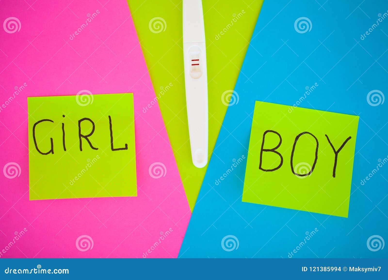 Ciążowy test rezultat jest pozytywny z dwa paskami Treatmen