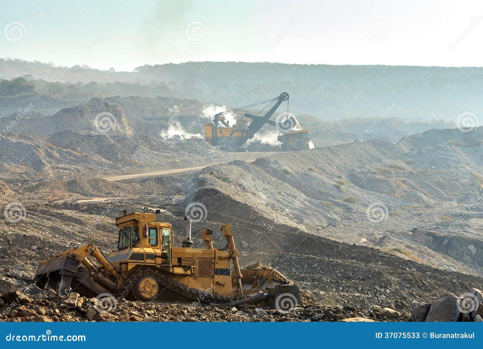 Download Ciężarówka I Elektryczna łopata Obraz Stock - Obraz złożonej z ampuła, kolonel: 37075533