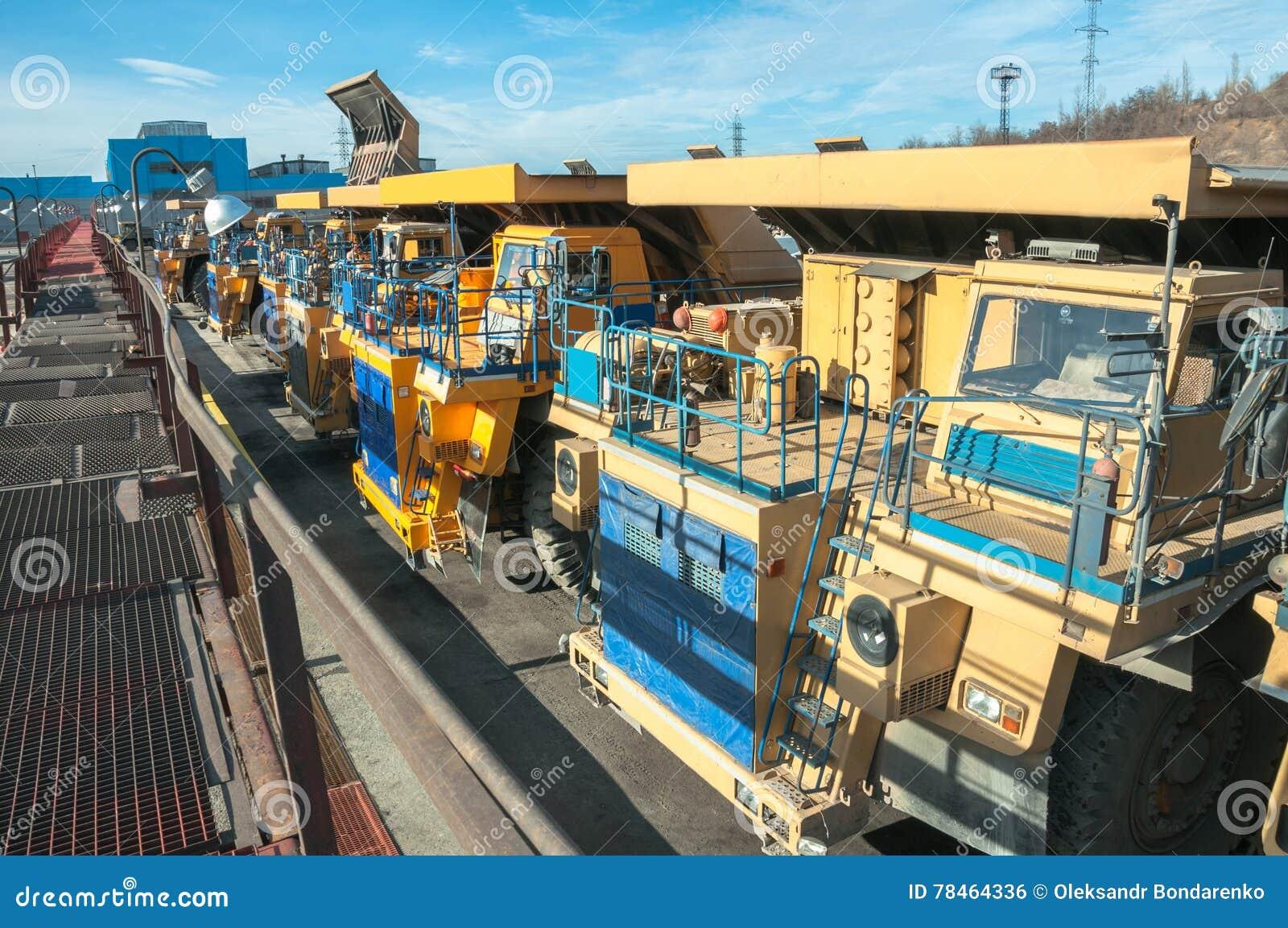 Ciężarówki przy naprawami