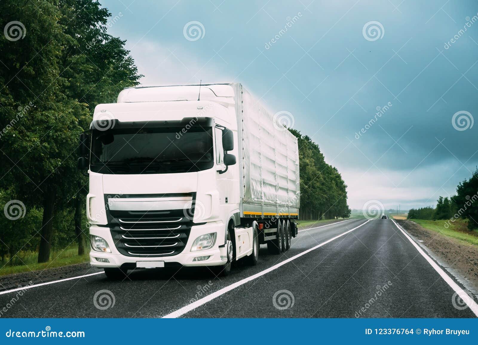 Ciężarowa Ciągnikowa jednostka, prima - wnioskodawca, trakci jednostka W ruchu Na drodze