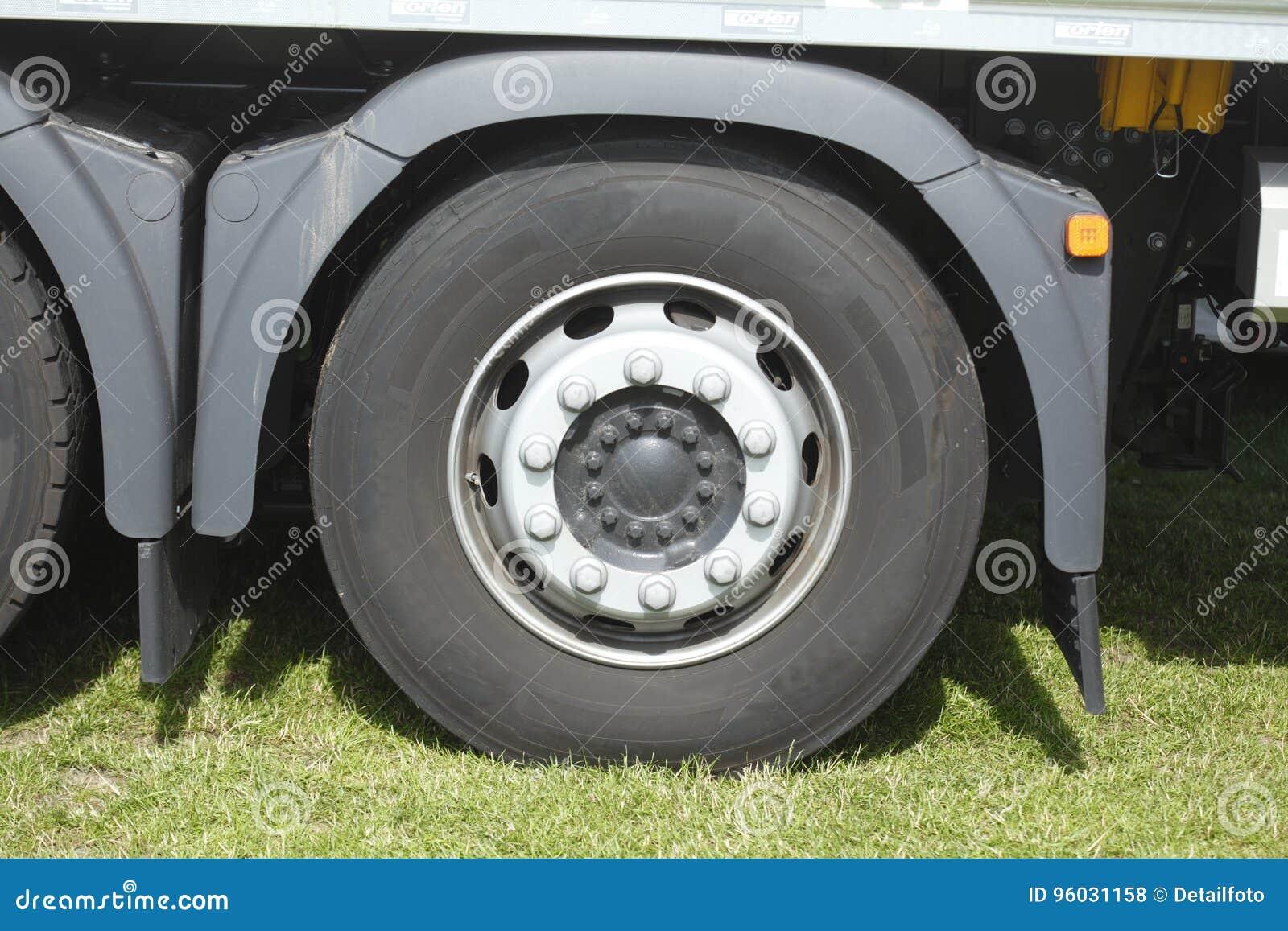Ciężarowa opona