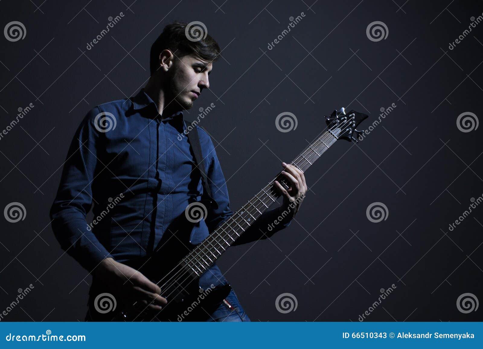 Ciężkiego metalu muzyk