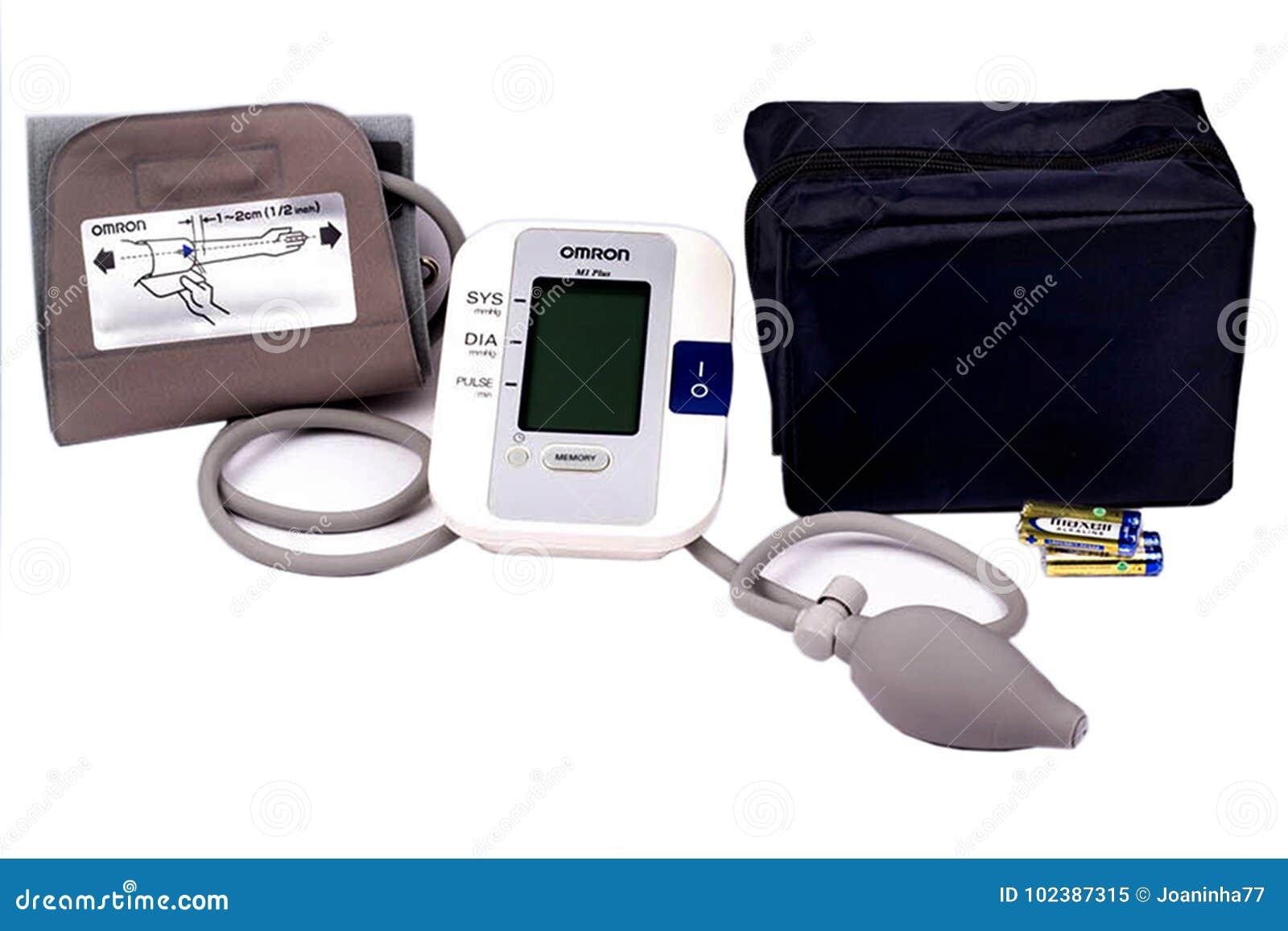Ciśnienie krwi maszyna Medyczny tonometer odizolowywający na bielu