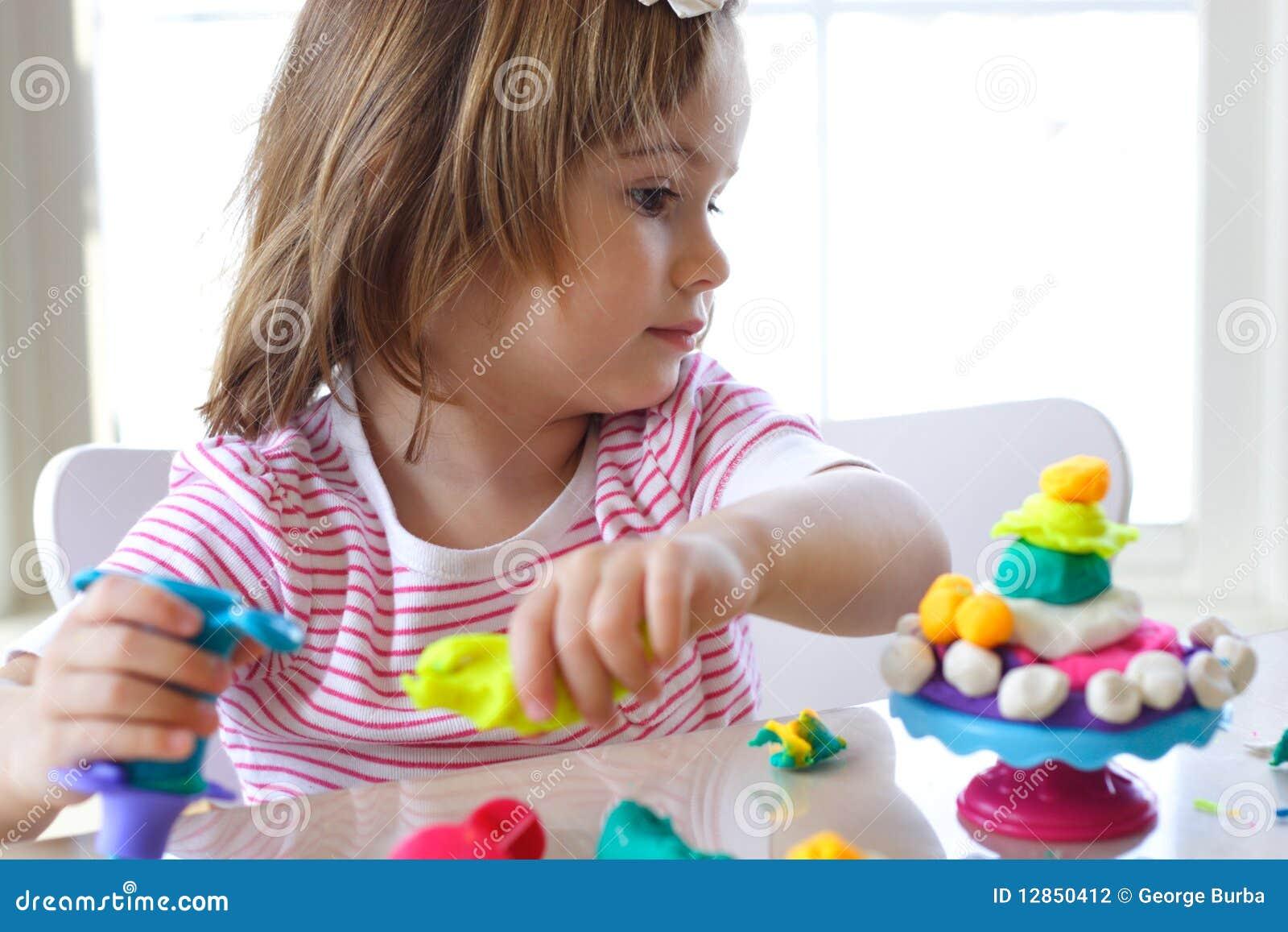 Ciasta dziewczyny sztuka bawić się