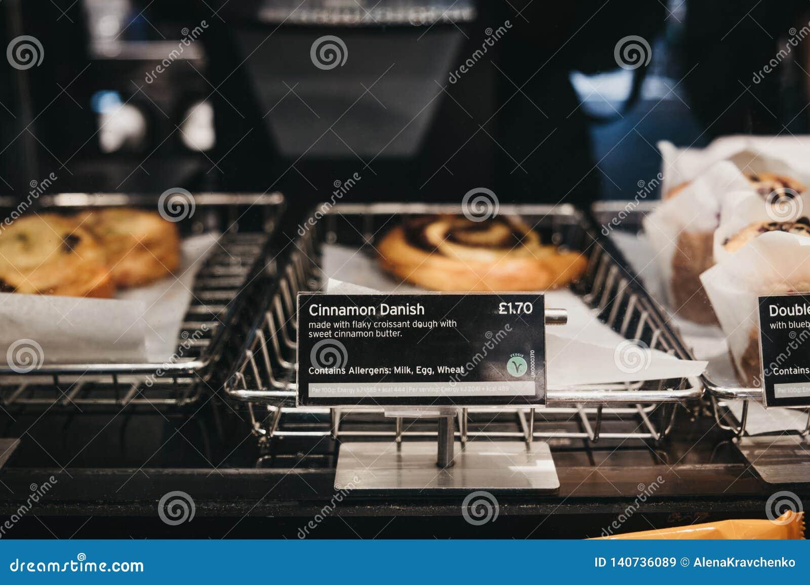 Ciasta i cukierki na sprzedaży wśrodku Pret żłób, Londyn, UK