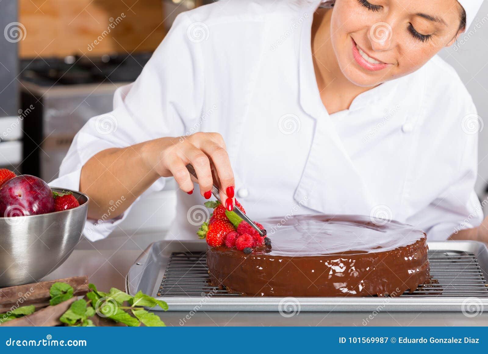 Ciasto szef kuchni w kuchni