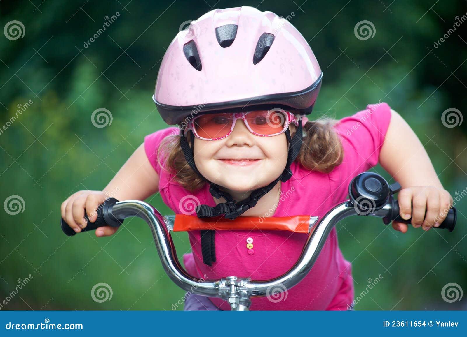 Ciclista da menina