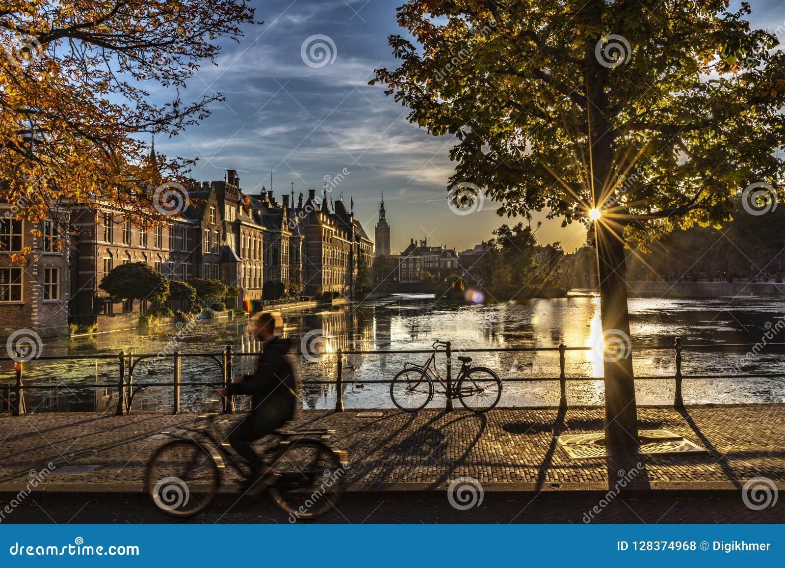 Ciclista - el parlamento y gobierno holandeses