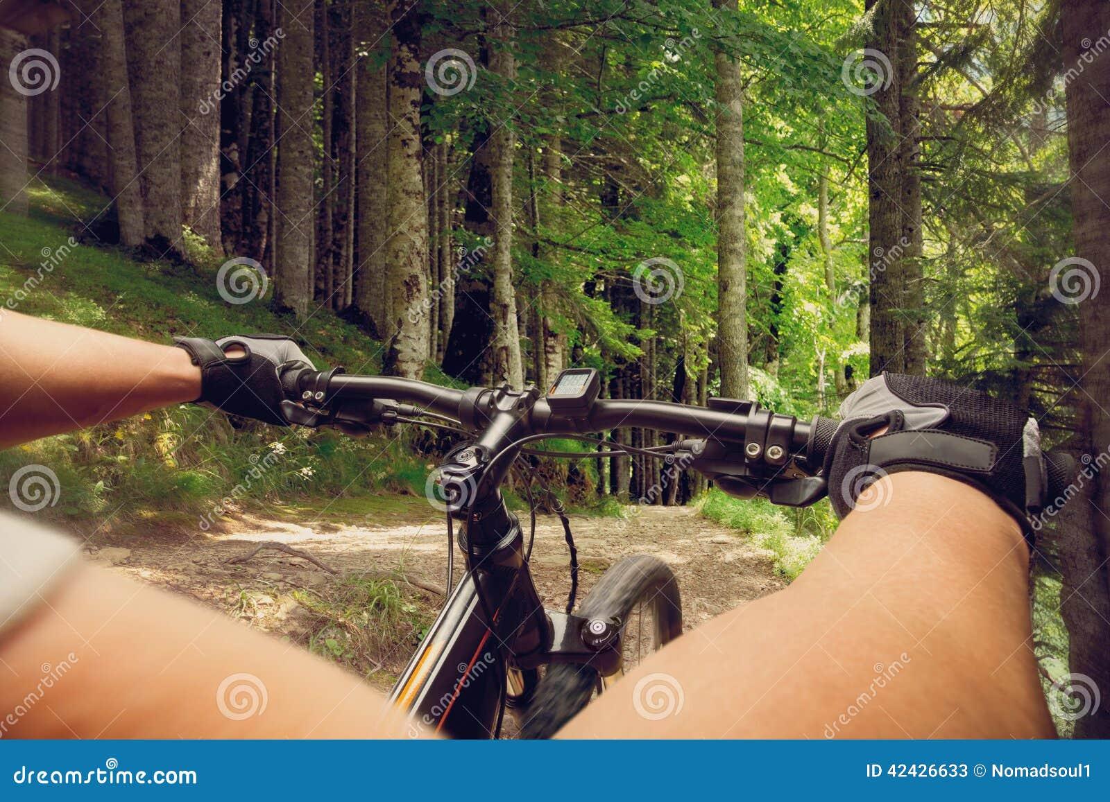 Ciclista en una bicicleta