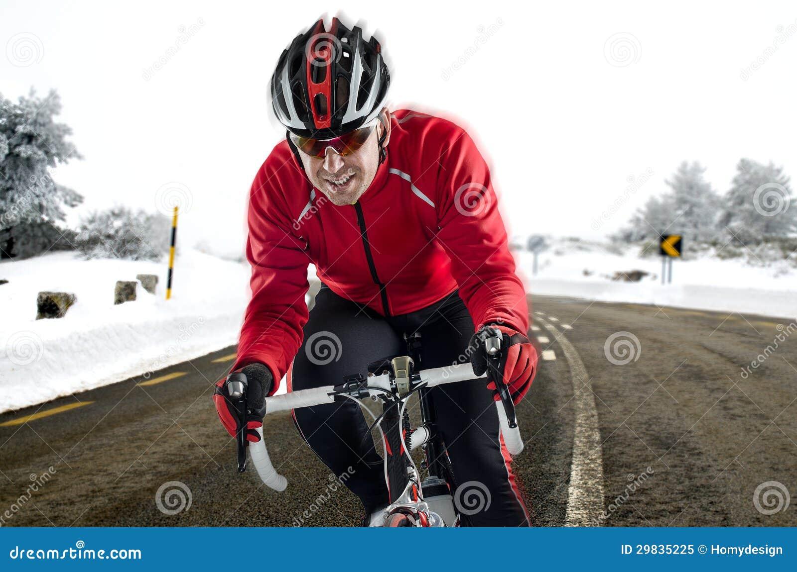 Ciclista na estrada