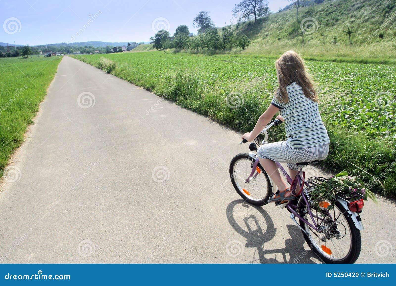 Ciclista pieno di sole