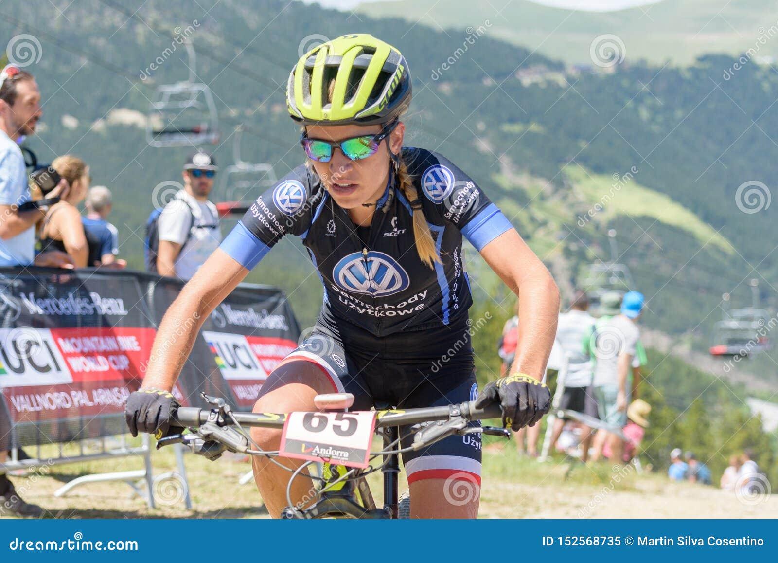 CICLISTAS no CAMPEONATO DO MUNDO 2019 de MERCEDES-BENZ UCI MTB - XCO Vallnord, Andorra em julho de 2019