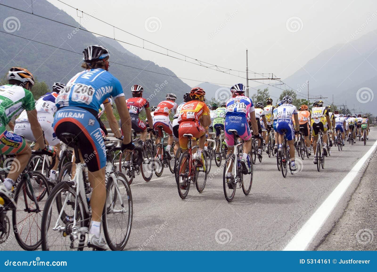 Download Ciclisti Al D'Italia Di Postagiro Fotografia Editoriale - Immagine di veloce, bici: 5314161
