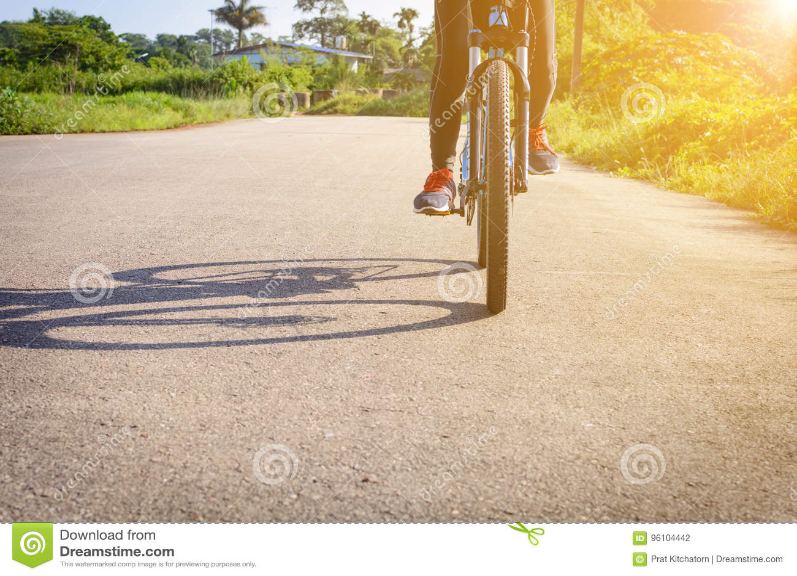 Ciclo na rua na manhã