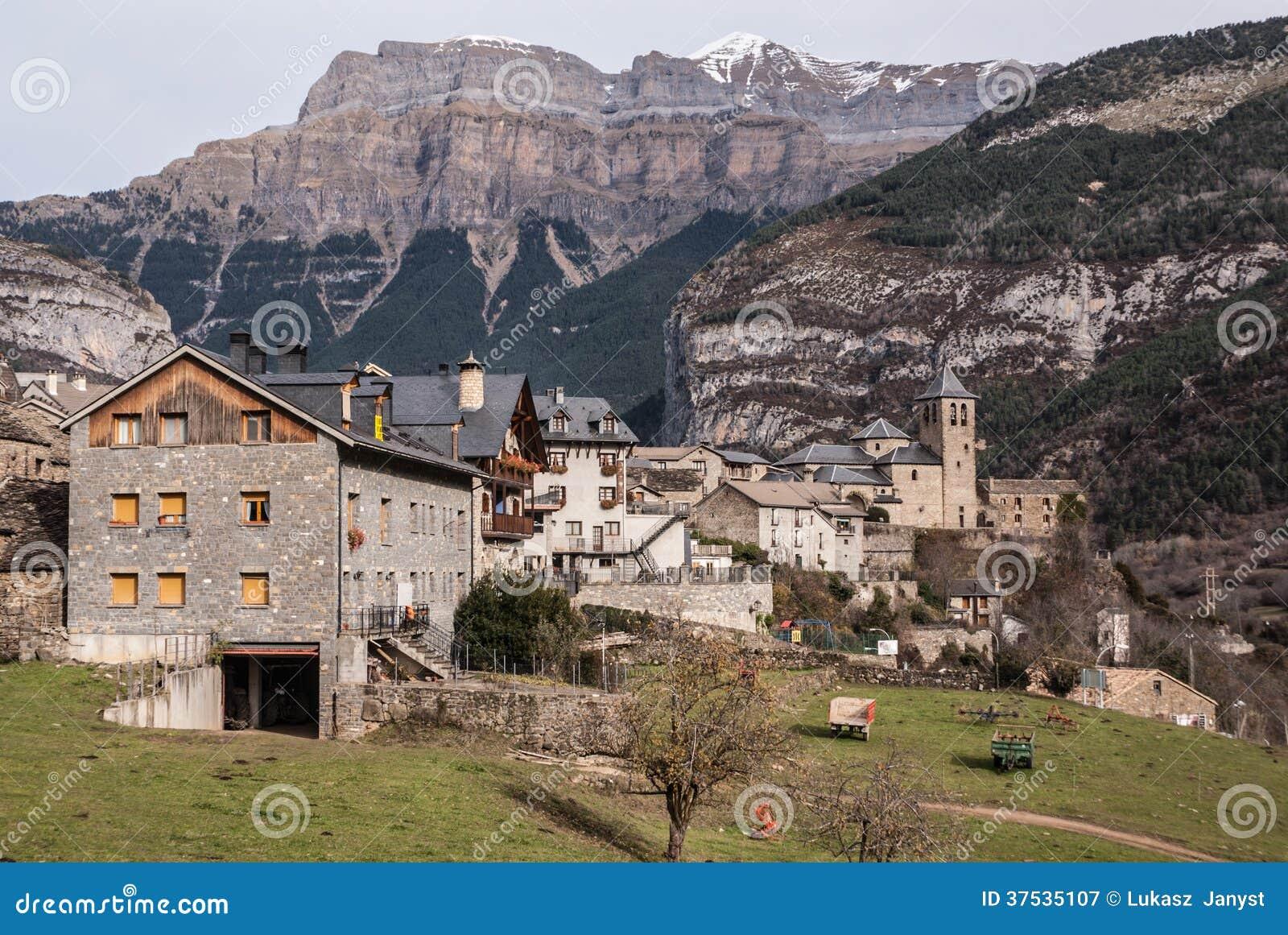 Cidade da montanha, Torla, Pyrenees, Ordesa y Monte Perdido National