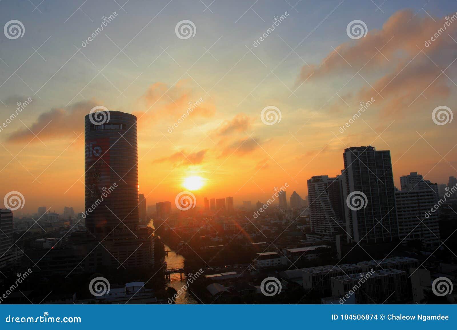 Cidade de Banguecoque no por do sol