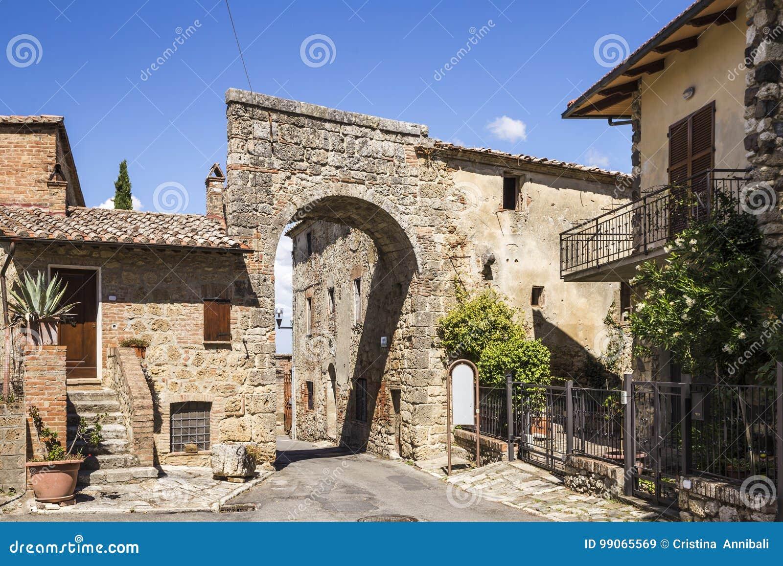 Cidade de Chiusi em Toscânia, Itália