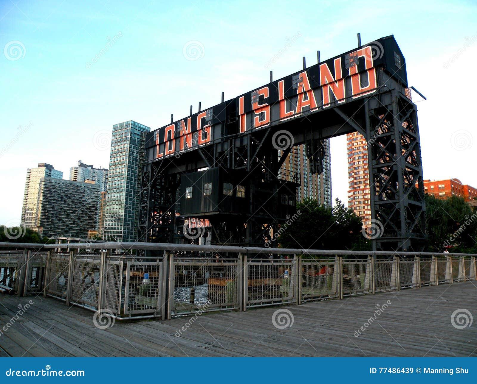 Cidade de Long Island no parque estadual da plaza do pórtico