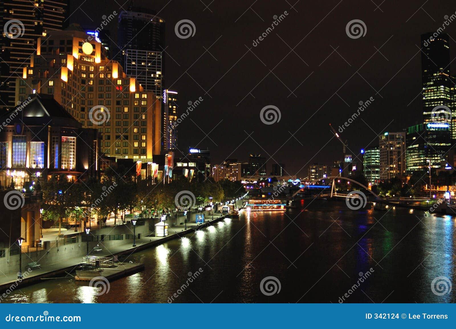 Cidade de Melbourne na noite (iii)