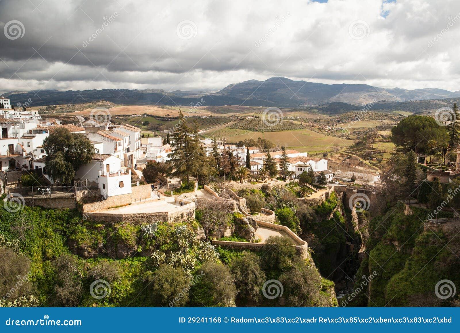 Download Cidade De Ronda Em Spain No Inverno Foto de Stock - Imagem de trajeto, prado: 29241168