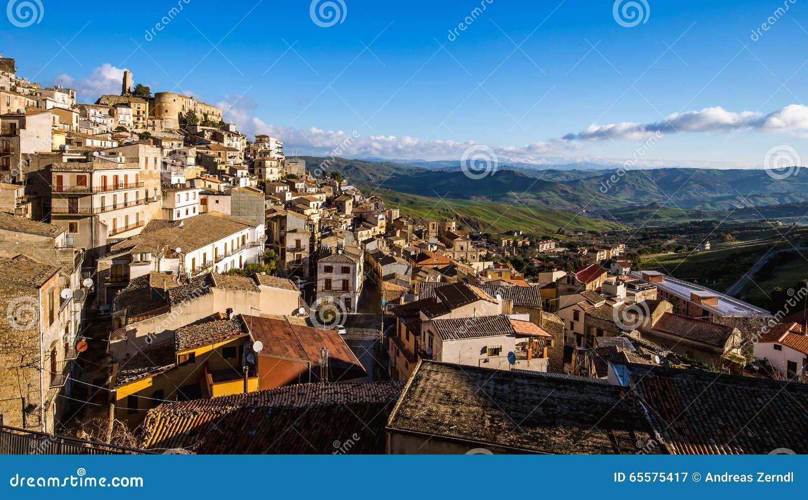 Cidade do montanhês de Cammarata, Sicília, Itália