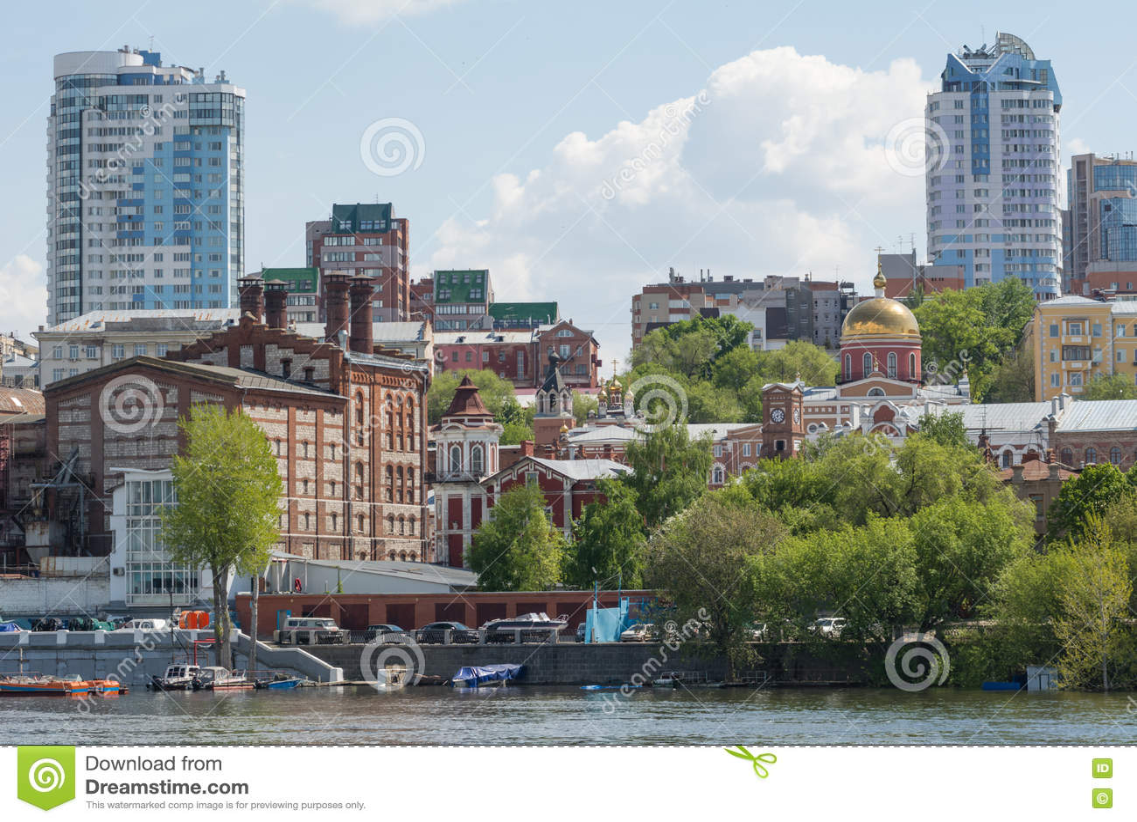 Cidade do Samara com o Rio Volga
