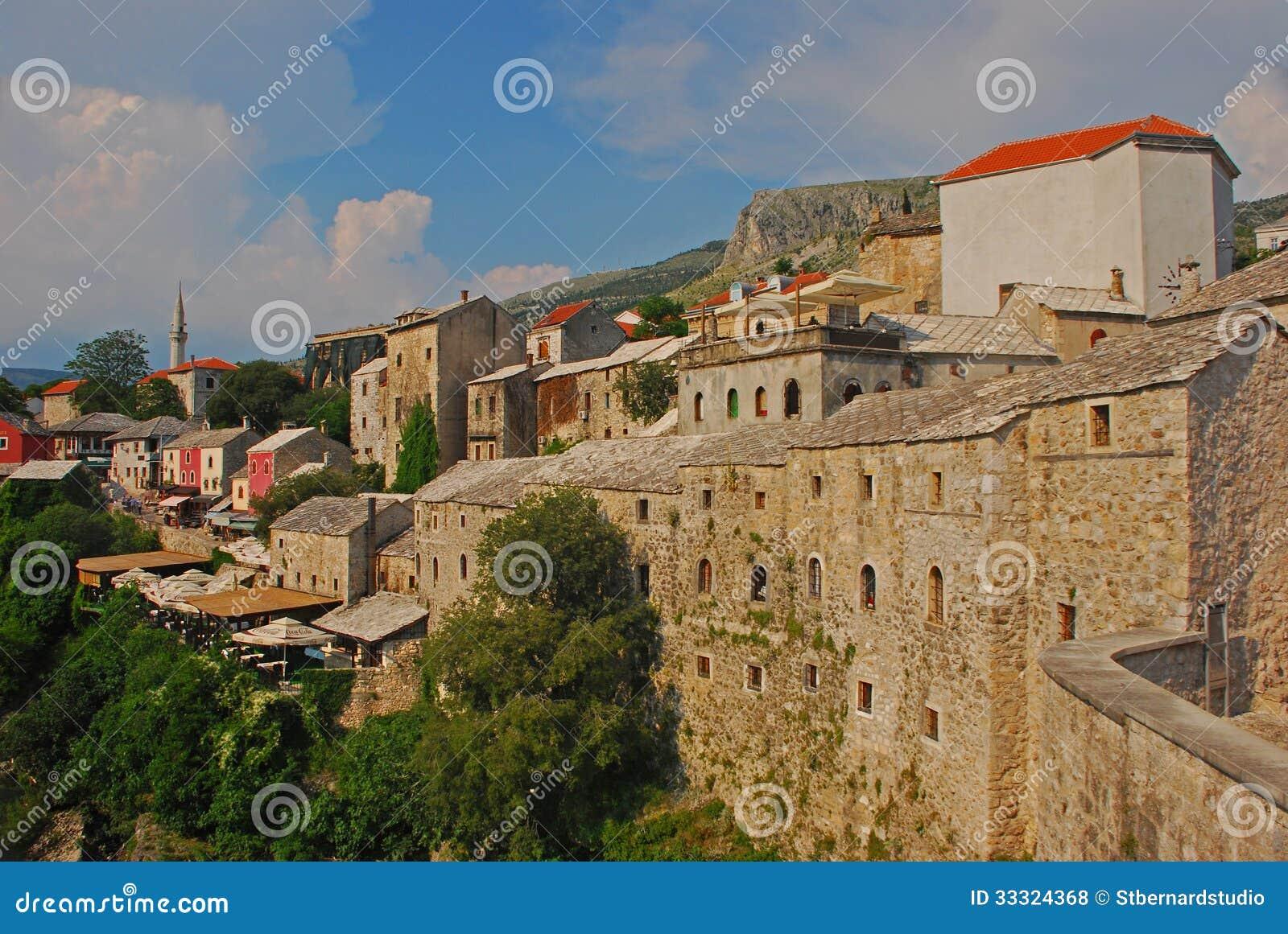 Cidade velha bonita de Mostar em Bósnia