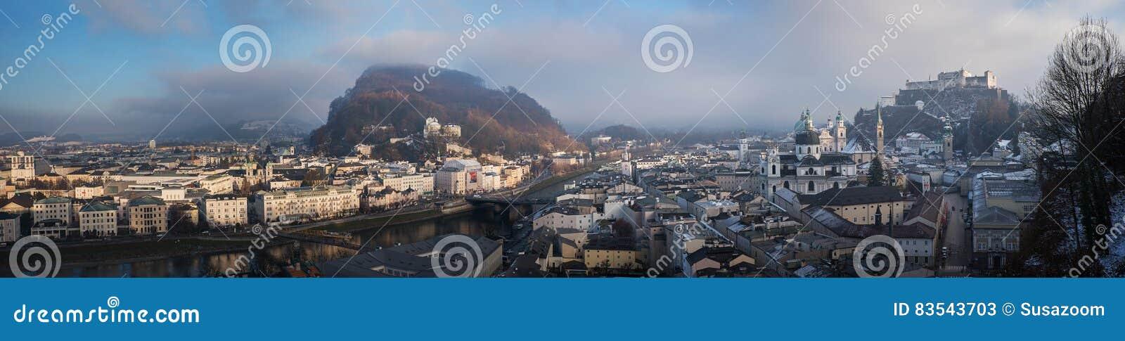 Cidade velha de salzburg no alvorecer - vista panorâmica do mönchsberg h