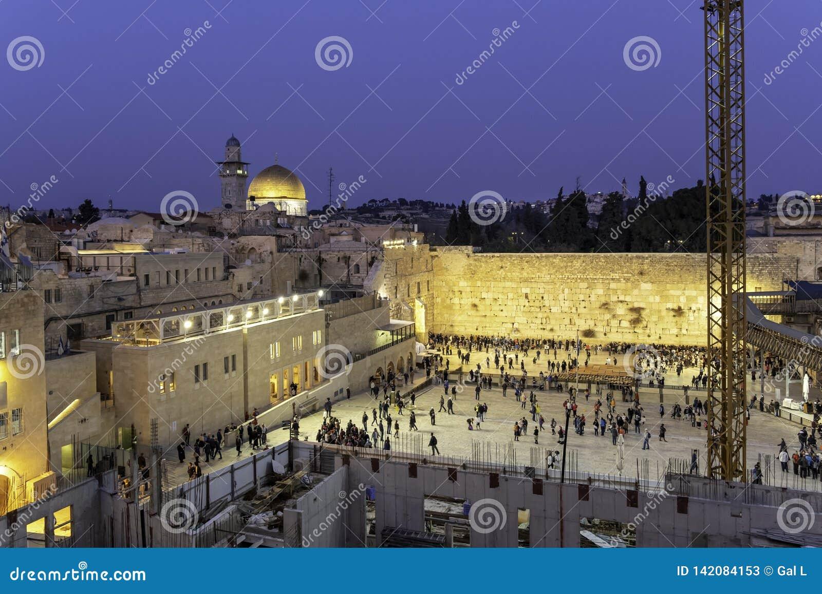 Cidade velha do Jerusalém, da Israel na parede ocidental e a abóbada da rocha Kotel na reabilitação urbana