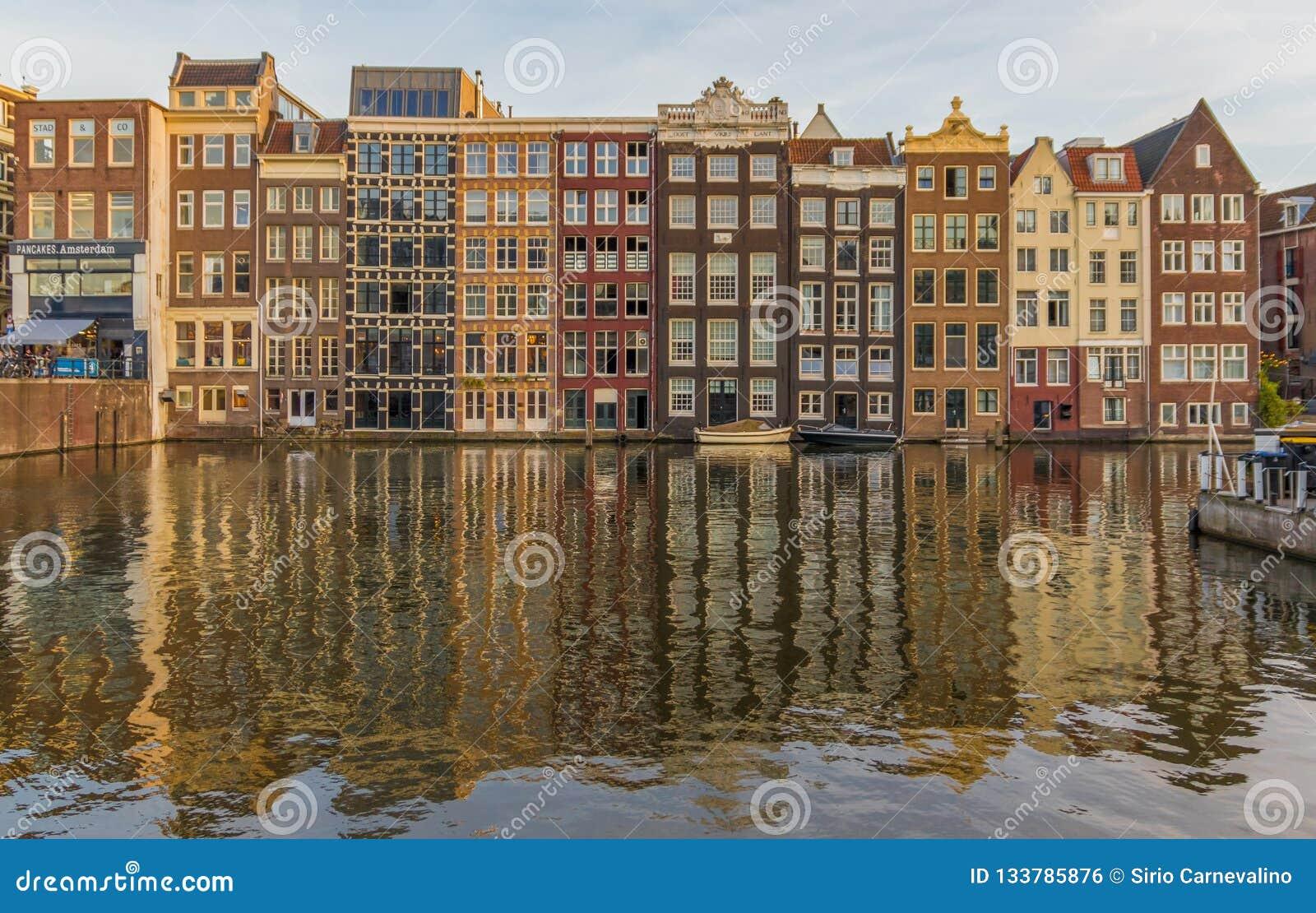 A cidade velha maravilhosa de Amsterdão, Países Baixos