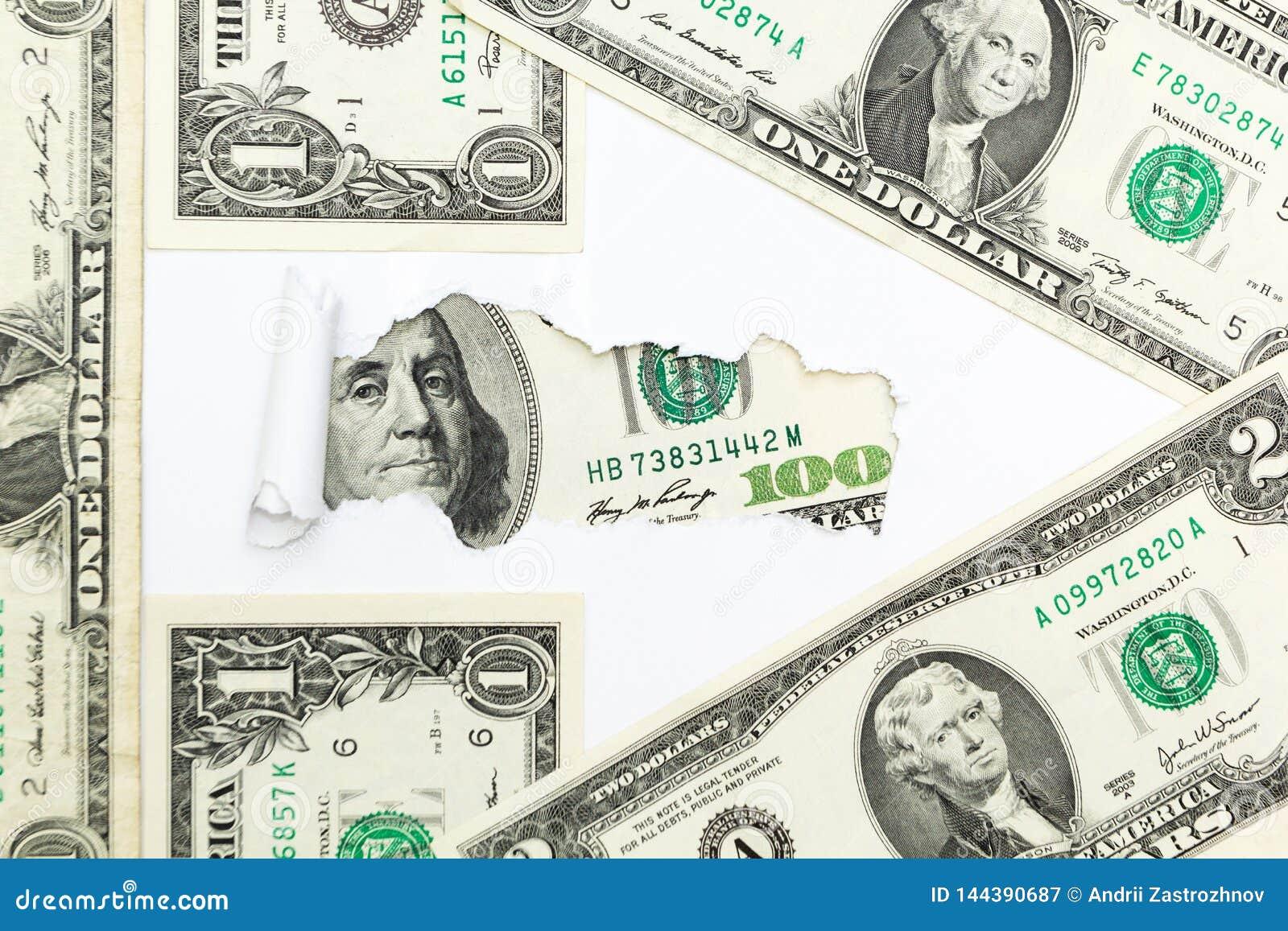 ?cie?ka sukces i bogactwo Strza?a od dolarowych rachunk?w na bia?ym tle Chowani podatki Chowani dolary