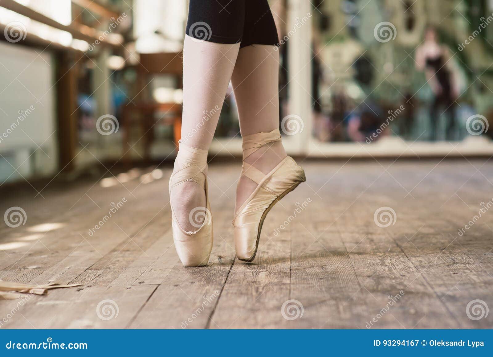 Cieki balerina taniec w baletniczych butach