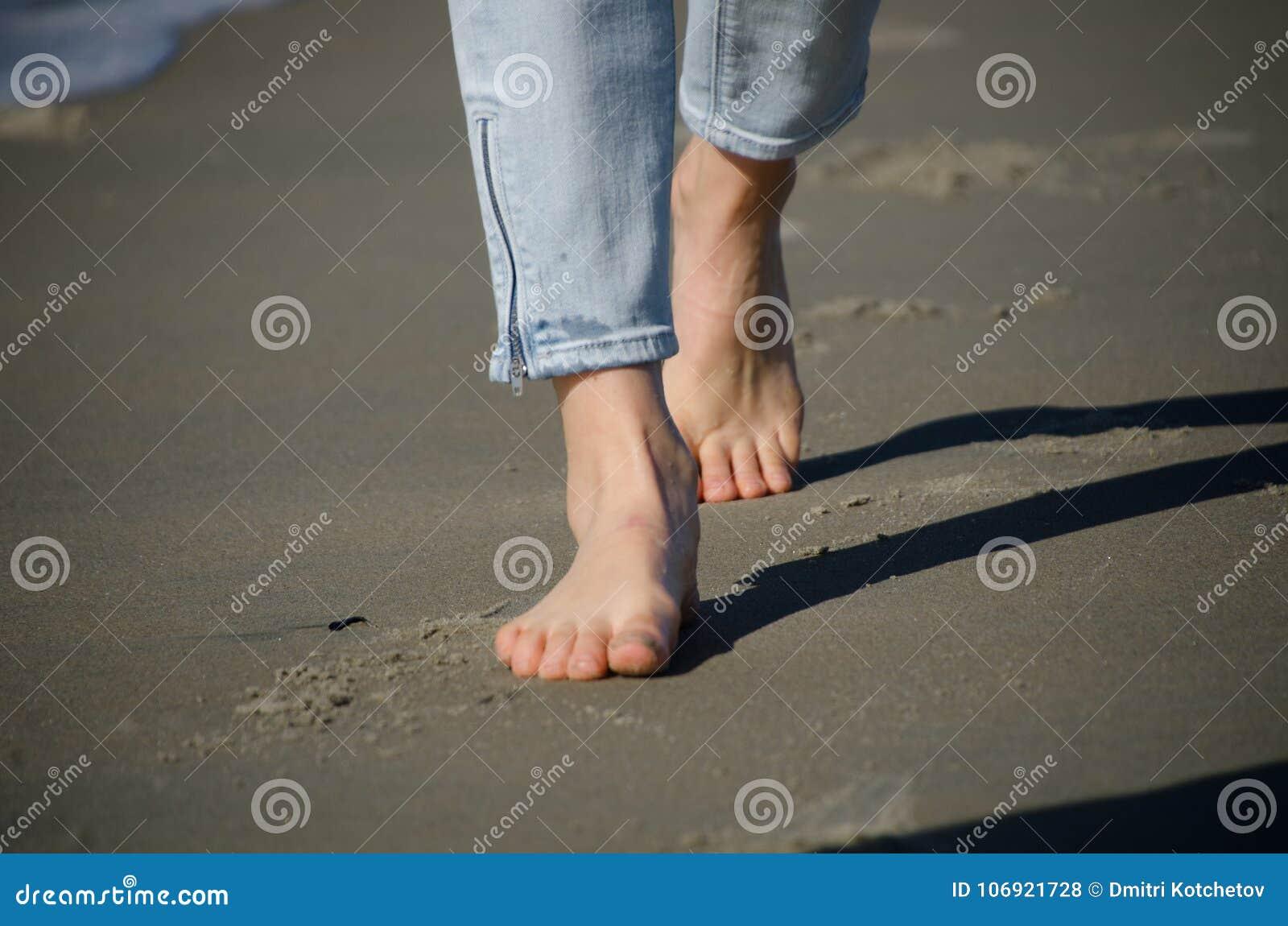Cieki beachgoer przy Coronado plażą