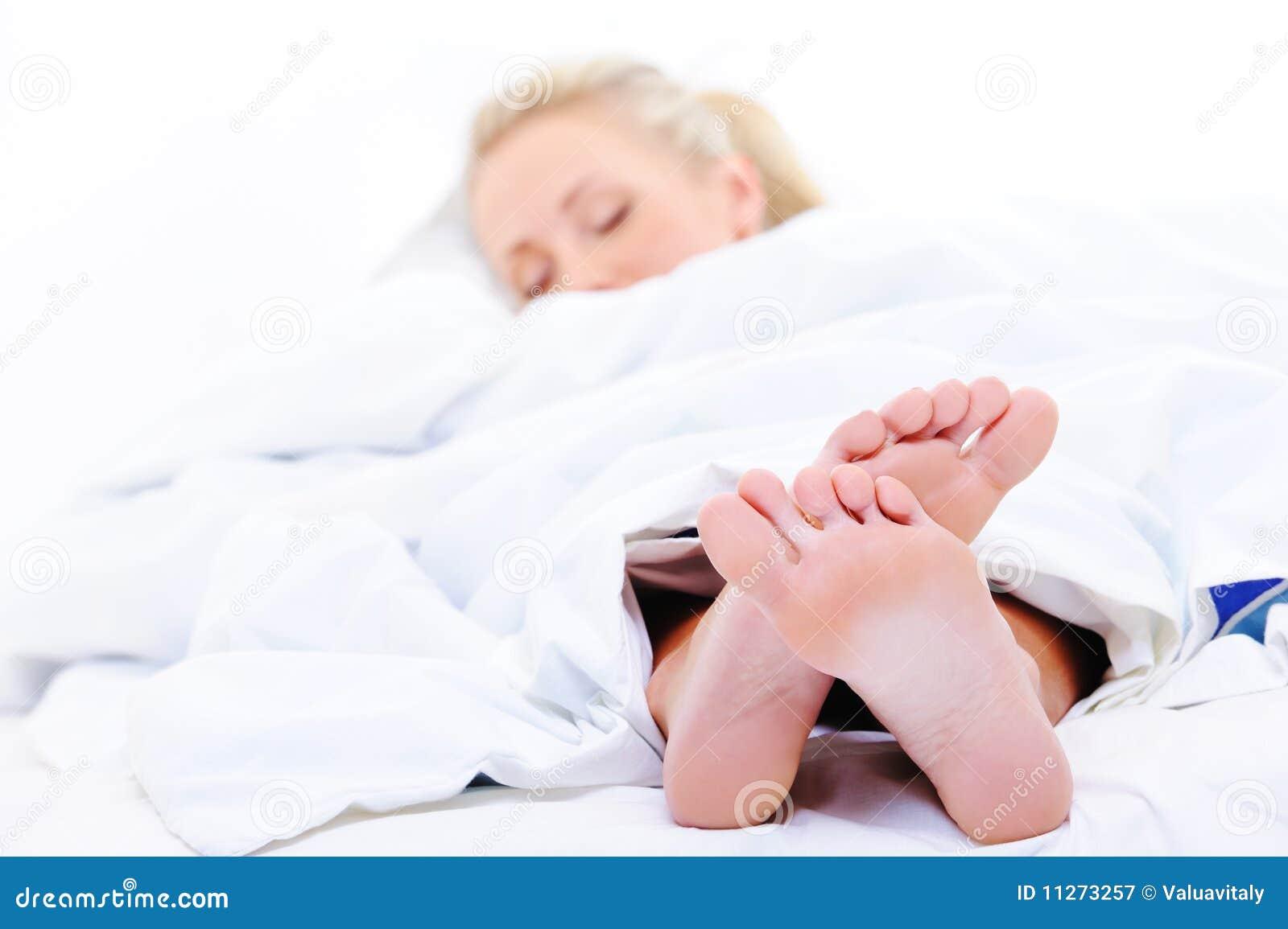 Cieki pierwszoplanowych sypialnych kobieta