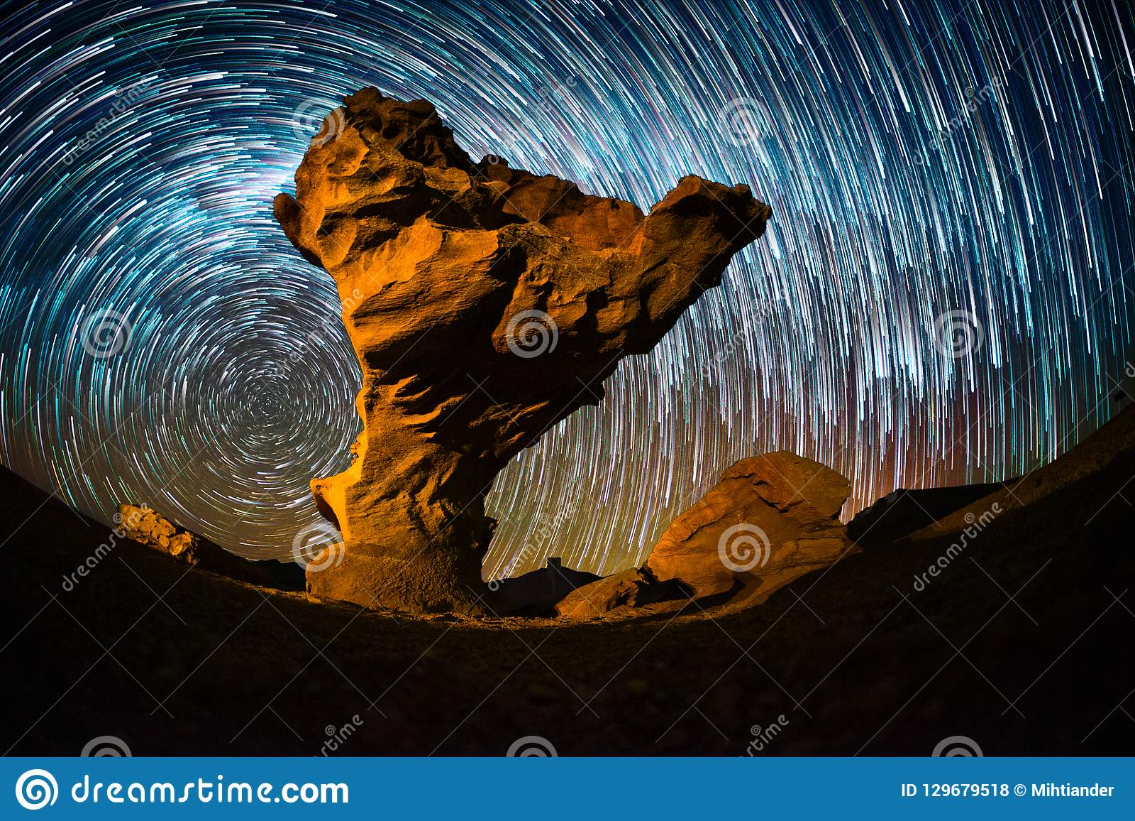 Ciel étoilé avec les traînées d étoile